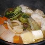 今夜は寒いので「餃子鍋」をしました