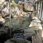 硫黄の匂い立ち込める霧島市牧園町三体堂「野々湯温泉」