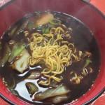 お昼に寿がきや食品の袋麺「富山ブラック」を食す(20170411)