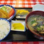 枕崎市松之尾町「さかなや食堂」の貝汁定食を食べる